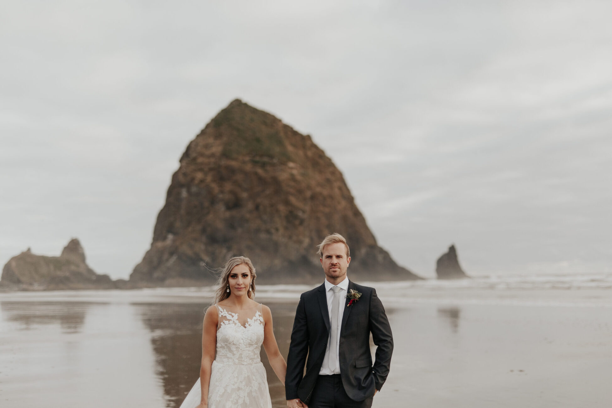 Cannon beach elopement. Elopement photographer.