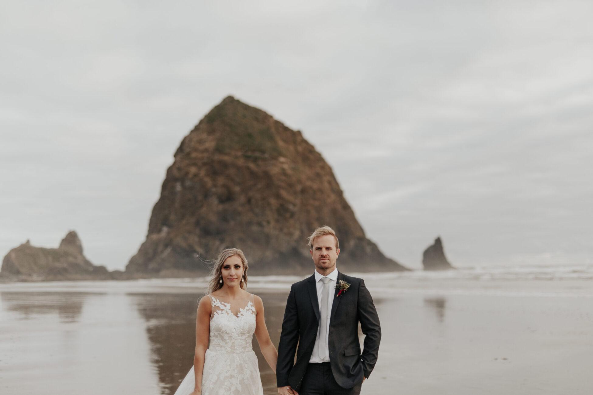 Cannon beach elopement. Elopement photographer.